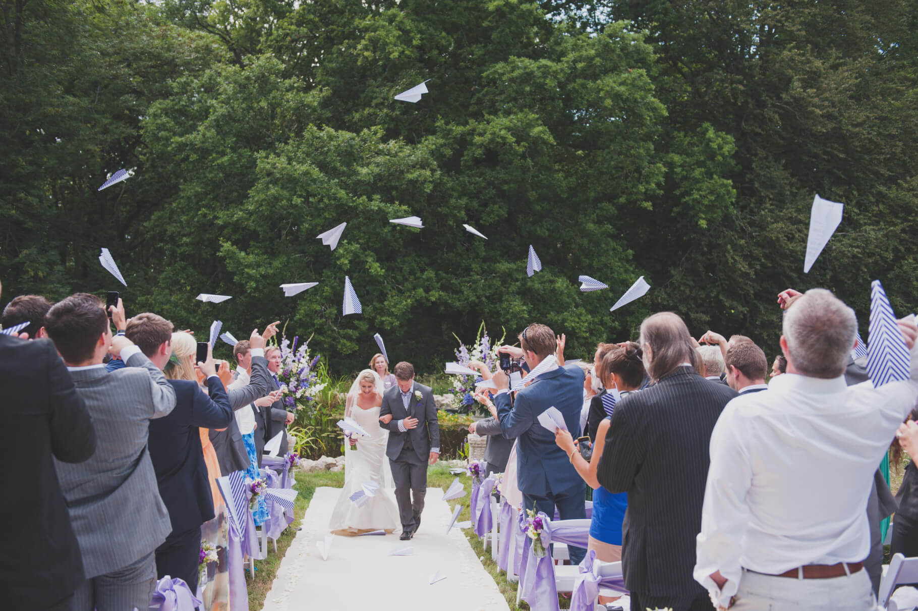 aeroplanes confetti wedding